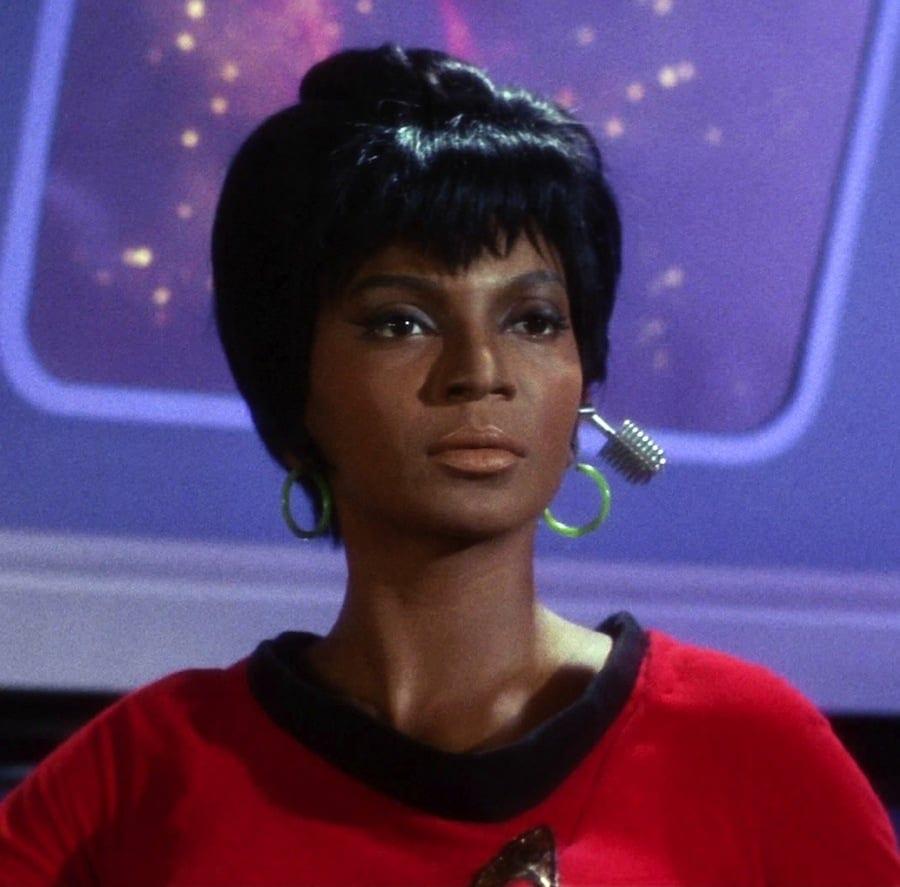 The Dr. Sci-Fi Show – 004 Sci-Fi Heroines With Author Hillari Delgado